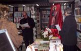 Don Angelo Oteri guida la preghiera n occasione dell'Intronizzazione dell'icona di S. Paolo